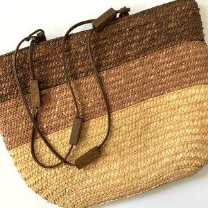 Straw summer bag